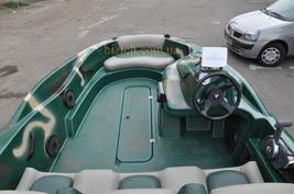 На фото лодка б у адамант ap430 с разных